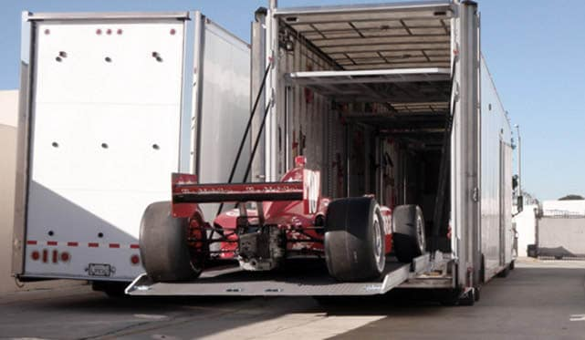 Fully enclosed auto transport